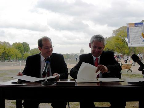 Firma acuerdo Solar Decathlon Europa
