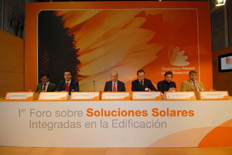 Mesa inicial deel I Foro sobre Soluciones Solares Integradas en la Edificación