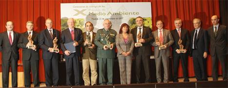 Foto de familia con todos los premiados en los X Premios de Medio Ambiente Garrigues-Expansión