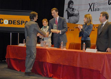 Jaime Bergé, Presidente del Patronato de la Fundación Energía Solidaria, recogiendo el premio