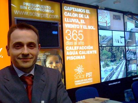 Pablo Fernández en el stand de Solar PST en Genera 08