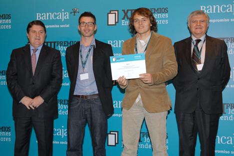 """Representantes de la empresa *Spacio recogiendo el premio al """"Mejor proyecto innovador"""" de la Fundación Bancaja"""