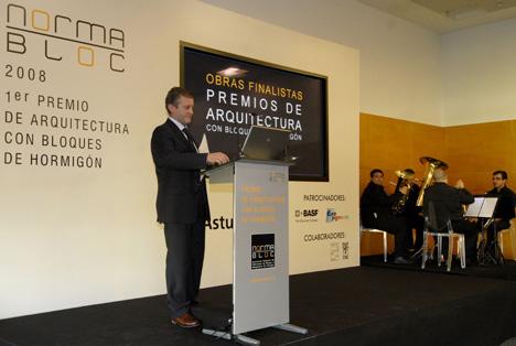 D. Carlos Roces, Presidente de Normabloc, durante la ceremonis de entrega de premios.
