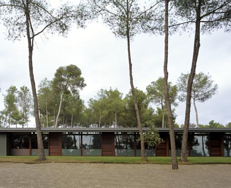 """2º Premio:""""INTEGRACION EN EL LUGAR"""", obra del arquitecto Carlos Ferrater Lambari."""