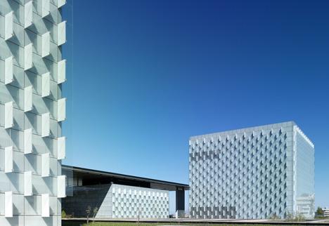 Un único material de recubrimiento en la fachada: el vidrio