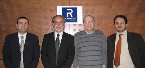 De derecha a izquierda: Alex Peral (Responsable de Proyectos de Reynaers), Jaume Gibert (Presidente del Colegio Oficial de Aparejadores y Arquitectos Técnicos de Mallorca), Manel Maní (Director Comercial de Reynaers) y Xavier Martínez (Responsable de Comunicación de Reynaers)