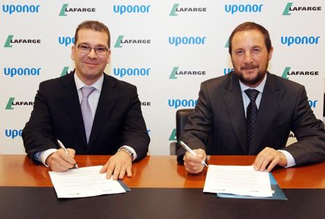 Ángel López, Director General de Uponor, y Manuel Barrero, Director de Productos Especiales de Lafarge Áridos y Hormigones.