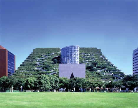 Edificio Acros (Fukuoka, Japón) © Emilio Ambasz