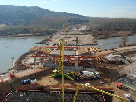 Puente atirantado de Talavera de la Reina, donde se está empleando el hormigón autocompactante, AgiliaTM de Lafarge.