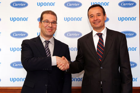 De izquierda a derecha: Ángel López, Director General de Uponor Iberia. Luis Crespo, Director General de Carrier.