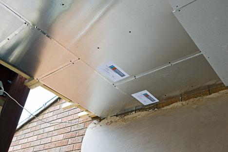Aplicación de paneles DuPont™ Energain® en Hamond High School, Norfolk, UK (fotos DuPont™ Energain®)