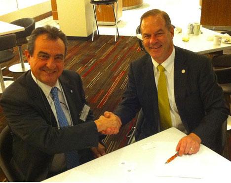 Scot Horst, vicepresidente de LEED y Luis Álvarez-Ude, director general de GBCe.