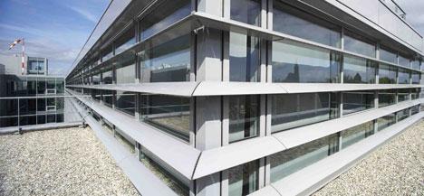 Gracias a los parasoles Kalumen, la fachada del Hospital de Estrasburgo, en Francia, se convierte en un nuevo espacio de creación donde los arquitectos han podido apostar por formas complejas.