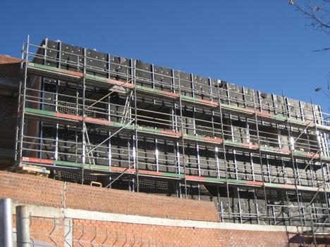Fachada Ecovent VN en el Centro de Mayores de Barajas, Madrid.