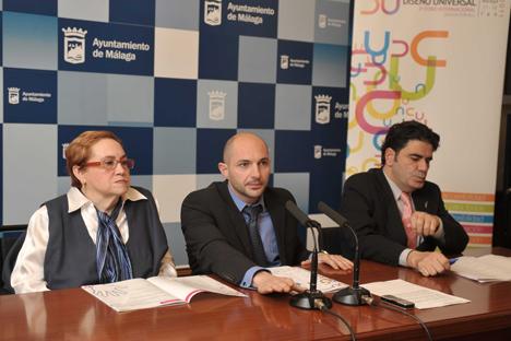 Mª Ángeles Cózar, Presidenta de CERMI Andalucía; Raúl López, Delegado Área de Accesibilidad Universal, y Gonzalo Rivas, Director General de Personas con Discapacidad de la Junta de Andalucía.