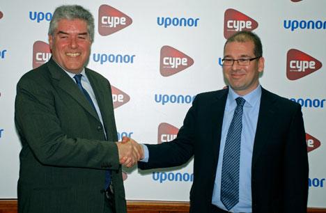 De izquierda a derecha, Vicente Castell, presidente de Cype, y Ángel López, director general Uponor.