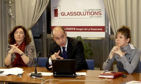 Maribel S,anchez junto a Santiago Cabrantes y Mónica Andrés de La Veneciana Glassolutions.
