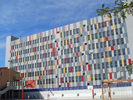 La nueva Residencia Geriátrica de Cartagena ha sido revestida con fachada ventilada de hormigón polímero ULMA