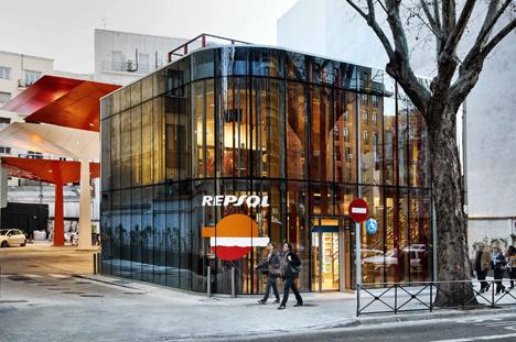 Repsol inaugura la primera estaci n de servicio del mundo for Repsol oficinas