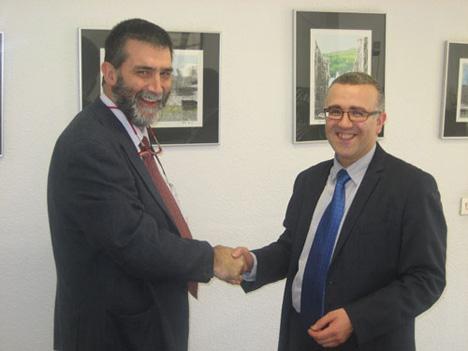 La firma ha sido cerrada por Juan Luís Moragues (Socio Director de MAS Abogados) y Luís Mª Sánchez (Consejero Delegado de FNeNERGIA)