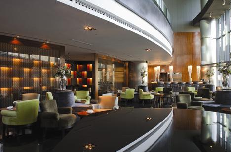 Iluminación Lutron en el bar del hotel Madrid Tower