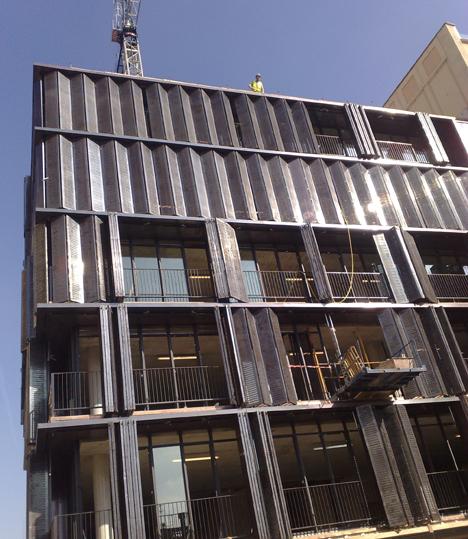 Kaixo acondiciona una fachada para la protección solar