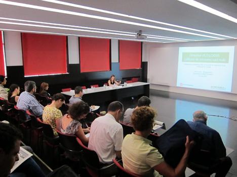 Inés Leal, Directora de CONSTRUIBLE durante el desarrollo de la Ponencia sobre la Nueva Directiva de Eficiencia Energética.