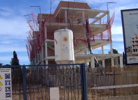 Bloque de viviendas en construcción.