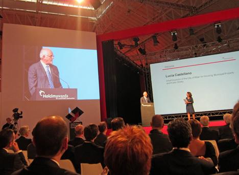 Benoît-H. Koch, Miembro del Comité Ejecutivo de Holcim LTD, Bélgica, y Lucía Castellano, Concejal de Vivienda, Gobierno de Propiedad y Obras del Ayuntamiento de Milán.