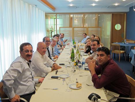 Delegación jordana y española durante la comida ofrecida por cortesía de Lafarge Group.