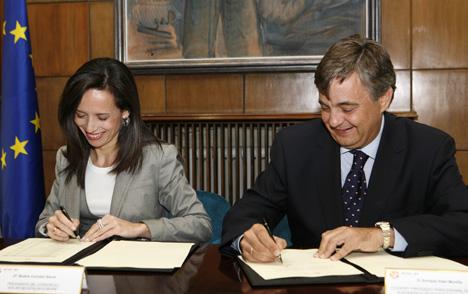 Firma del acuerdo entre Schneider Electric y Solar Decathlon