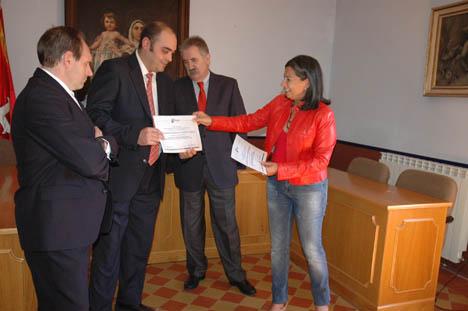Entrega de los premios de desarrollo sostenible del medio rural a Nuévalos y Cimballa