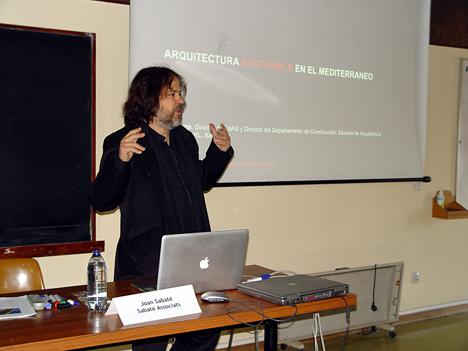 El arquitecto Joan Sabaté cerró el primer Impulso de proHolz con la exposición del proyecto LIMA, realizado con tablero contralaminado.