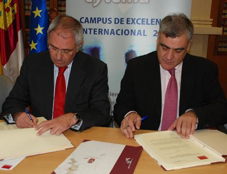 Frima del acuerdo entre la UCLM y la Fundación Lafarge España