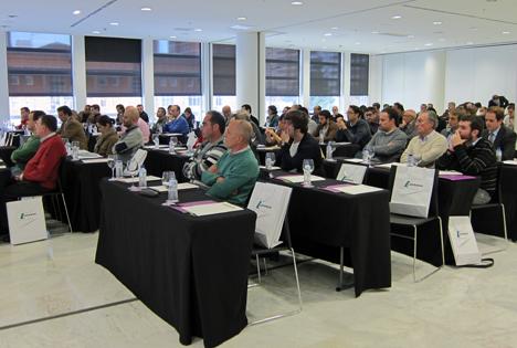 Asistentes a la Jornada Materiales y Soluciones para una Construcción Sostenible en Oviedo.