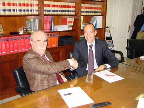 ANfhARQ y FYM-Italcementi durante la firma del acuerdo