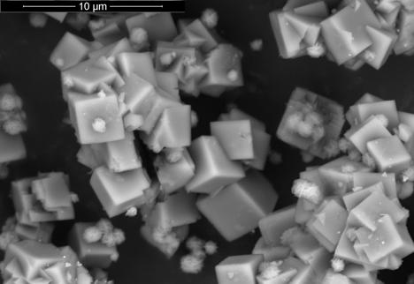 """""""Nanocontainers"""" o nanocápsulas inorgánicas de materiales silíceos"""
