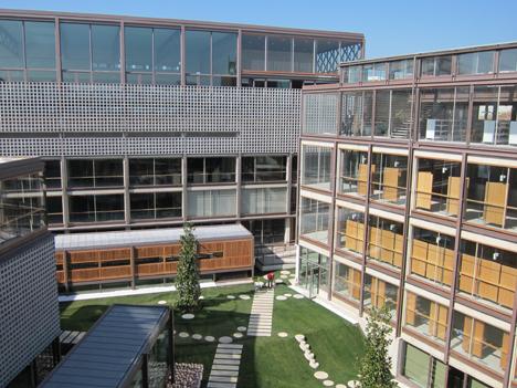 Edificio de LASEDE y piscina y escuela infantil municipal