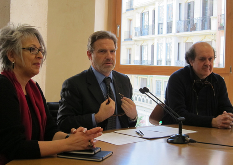 De izq. a dcha.: Pilar Pereda, Secretaria del COAM, José Antonio Granero, Decano del COAM y Gonzalo Moure, Arquitecto del proyecto