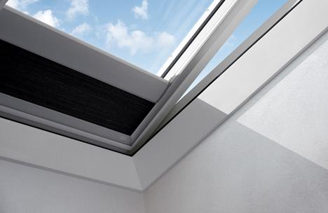 Nueva cortina VELUX que maximiza el aislamiento para ventanas de cubierta plana