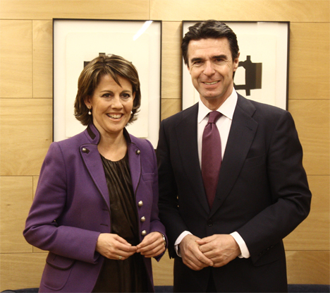 Yolanda Barcina y el Ministro Soria en el curso de su entrevista hoy sobre la situación y el futuro de las energías renovables