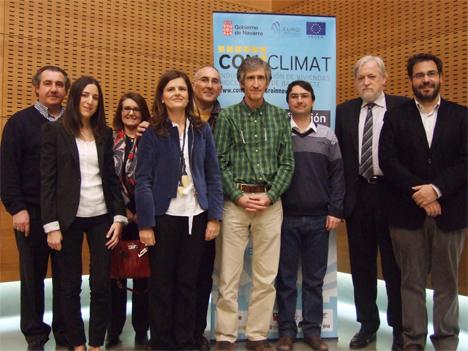 Representantes de las instituciones y empresas participantes en el proyecto Conclimat de ahorro energético en viviendas.
