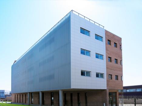 Edificio FBAL, fachada este