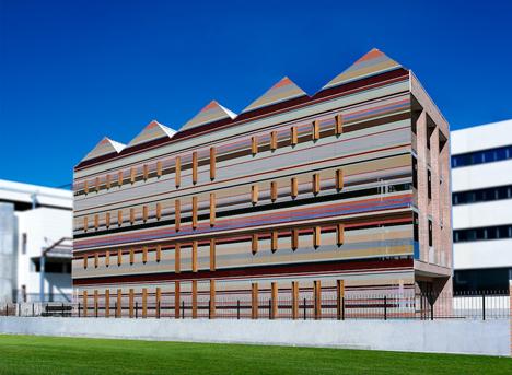 Edificio FBAL, fachada oeste