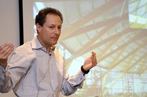Andrew Lawrence, especialista en cálculo de estructuras de madera y director de la sección de madera de ARUP