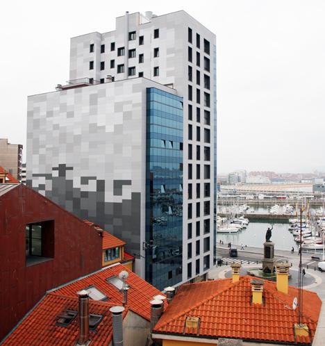 Rehabilitación energética Edificio Plaza del Marqués, Gijón, con fachada ventilada de ULMA