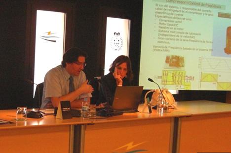 Miguel Ángel Giménez, director del departamento de servicio al cliente; y Antonella Calia Sales Specification Engineer