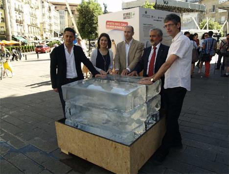 El equipo de la Apuesta del cubo de Hielo, Vitoria-Gasteiz fuente: Departamento de prensa, Ayuntamiento de Vitoria