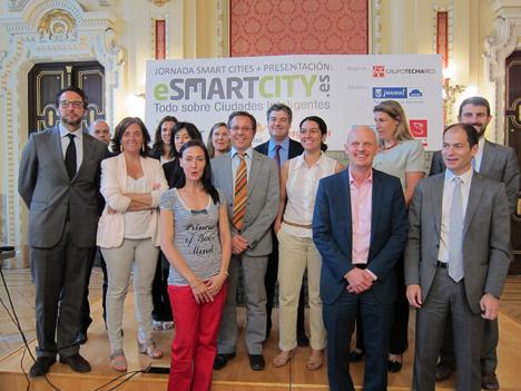 Foto de gupo con todos los participantes y patrocinadores de la jornada