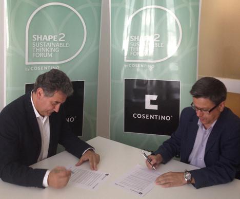 Víctor Gómez González, Decano del Colegio Oficial de Arquitectos de Cádiz (COAC), a la izquierda, y Santiago Alfonso, Director de Comunicación y Marketing de Grupo Cosentino, derecha.